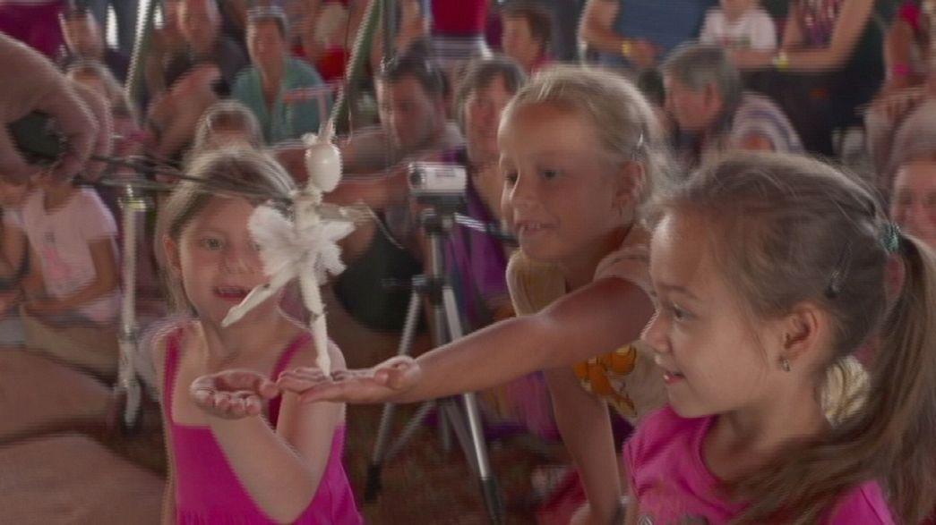 Winged Dragon Festival: Straßentheater in Ungarn
