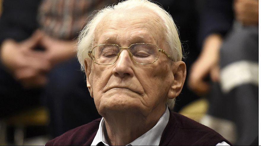 """Justiça alemã condena """"contabilista de Auschwitz"""" a 4 anos de prisão"""