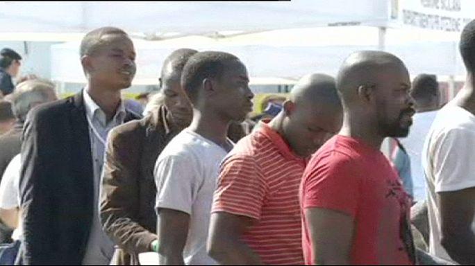 إنقاذ نحو خمسمئة مهاجر في عرض المتوسط ونقلهم الى صقلية الايطالية