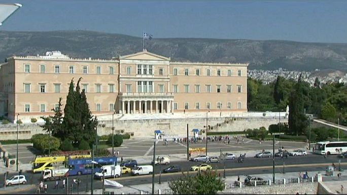 """Греция: соглашение с международными кредиторами раскололо партию """"СИРИЗА"""""""