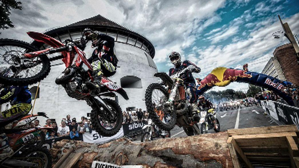 Rutschiger und tükischer Auftakt der Red Bull Romaniacs