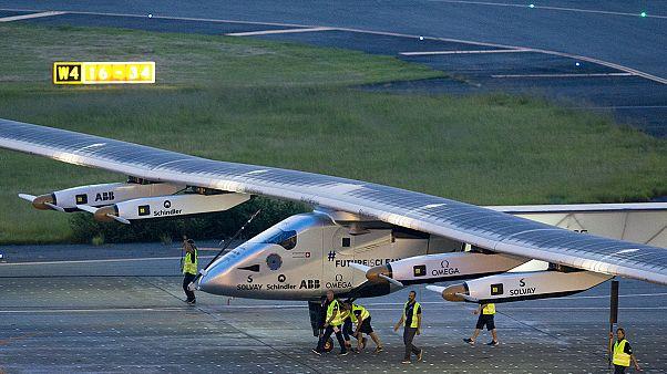 الطائرة الشمسية التي تدور العالم حطت في هاواي بسبب تلف البطارية