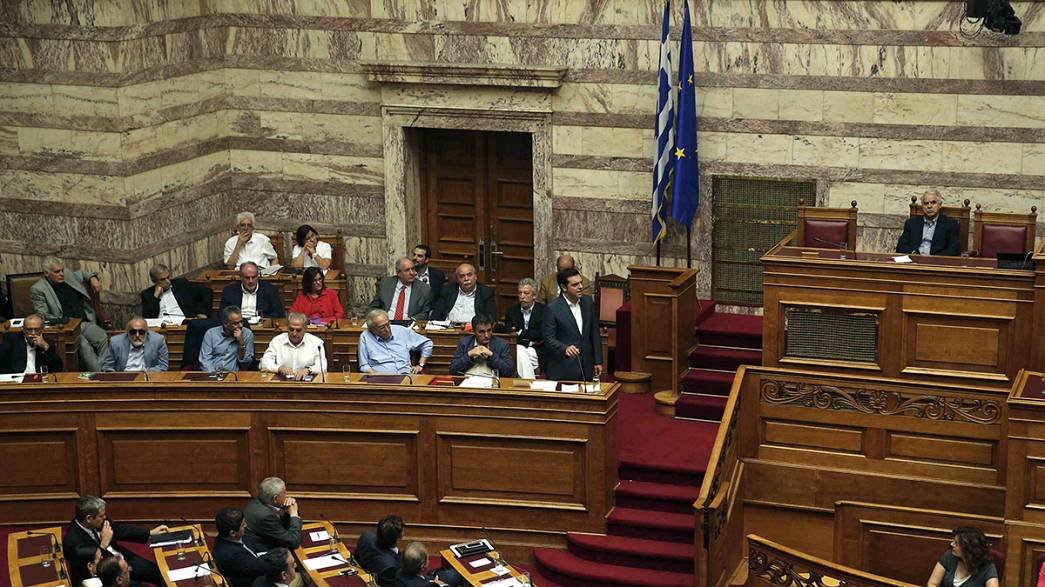 Parlamento grego aprova novo pacote de medidas
