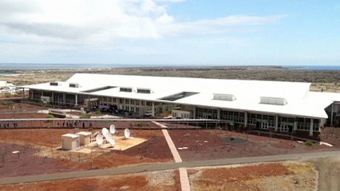 """مطار غالاباغوس """"الاخضر """""""