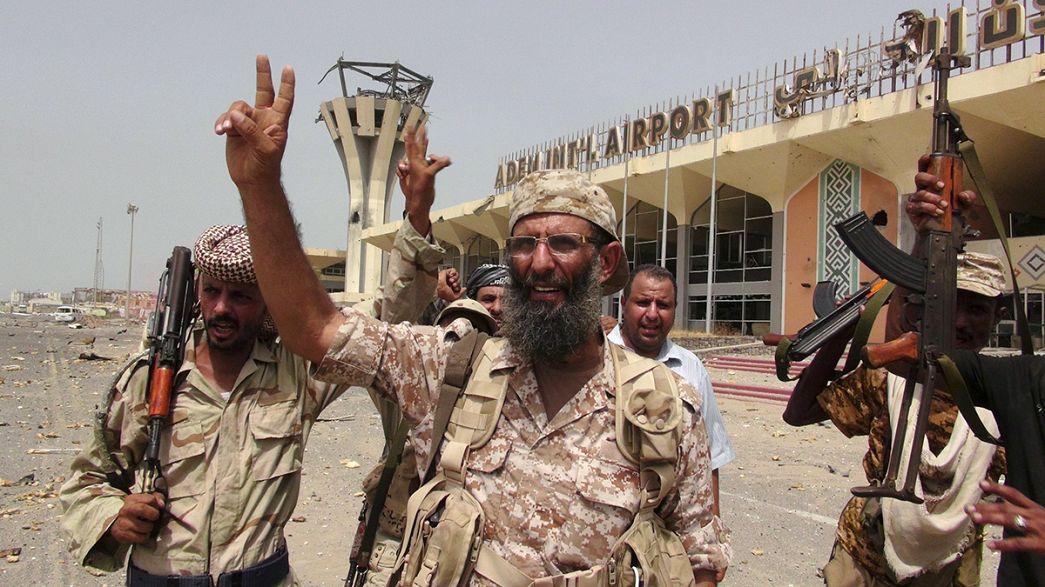 Iémen: Membros do Governo no exílio regressam a Áden