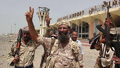 Varios ministros yemeníes aterrizan en Adén parra liderar la contraofensiva