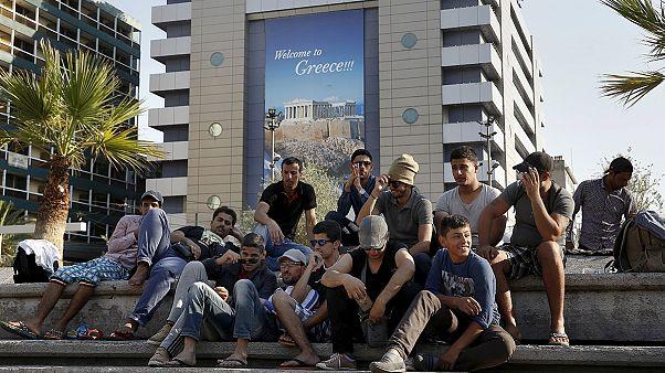 """Μυτιλήνη: """"Βουλιάζει"""" από τουρίστες και απελπισμένους μετανάστες"""