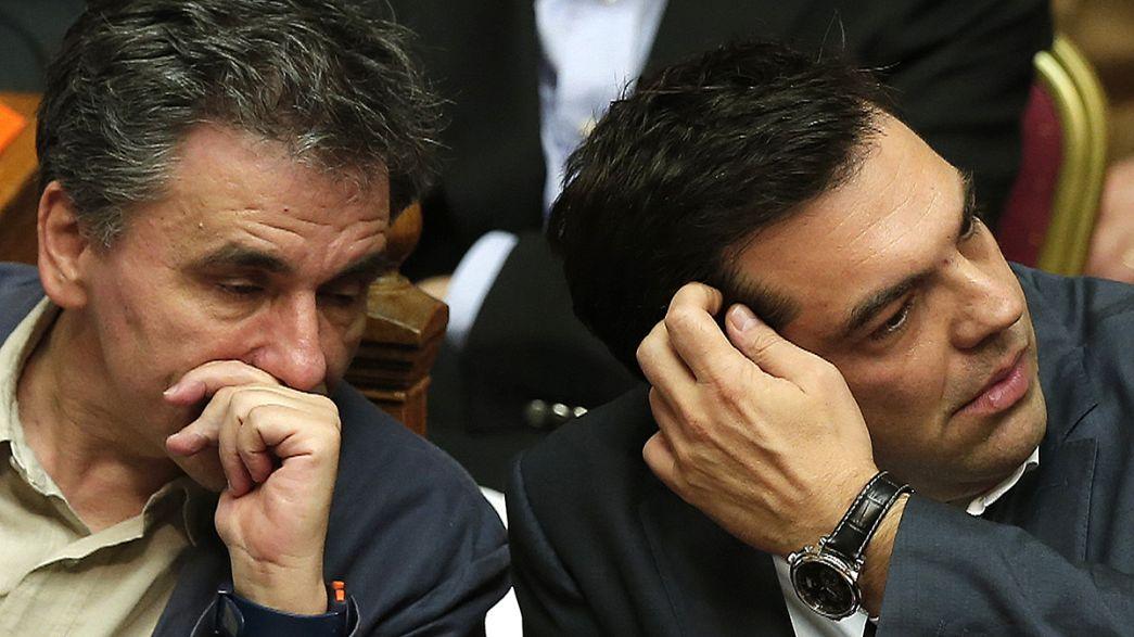 """Grécia: Aprovação do plano da """"Troika"""" pulveriza maioria de Tsipras"""