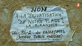 Lezárna egy strandot a francia tengerparton a szaudi királyi család