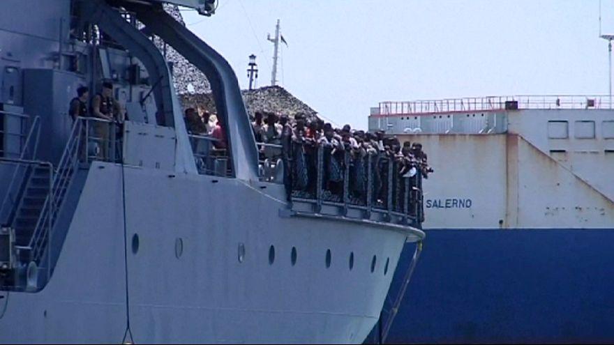 Terhes migráns nőket mentettek ki a Földközi-tengerből nemzetközi hajók