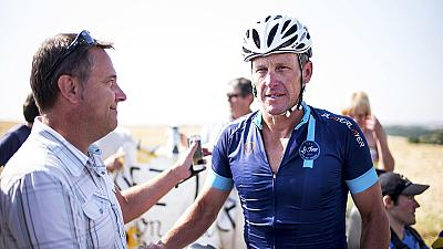 Lance Armstrong percorre due tappe del Tour de France,per beneficenza