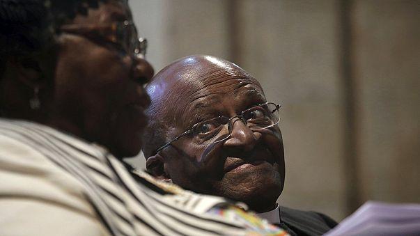 """Desmond Tutu hospitalisé pour une infection """"sous la ceinture"""""""