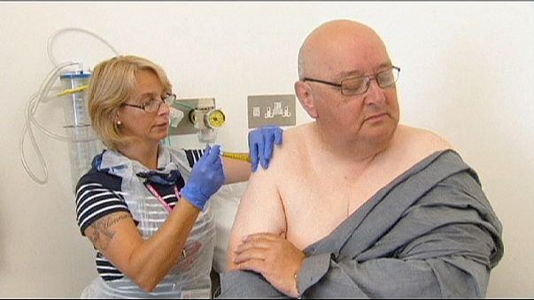 تجارب على لقاح جديد ضد فيروس إيبولا في بريطلنيا وفرنسا والسنغال