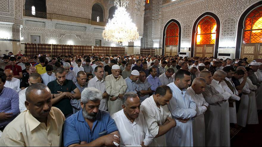 Eid al-Fitr 2015: Muslims mark the end of Ramadan around the world