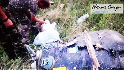 Ucraina: filmato mostra separatisti sul luogo del disastro dell'MH17