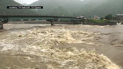 Le Japon balayé par le cyclone Nangka