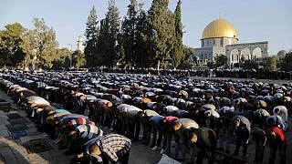Milioni di musulmani celebrano la fine del ramadan
