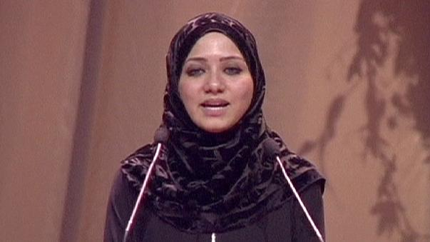 MH17: wife of first officer given standing ovation after moving tribute to victims