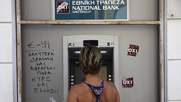 Ελλάδα: Με εβδομαδιαίο όριο στα 420 ευρώ ανοίγουν οι τράπεζες