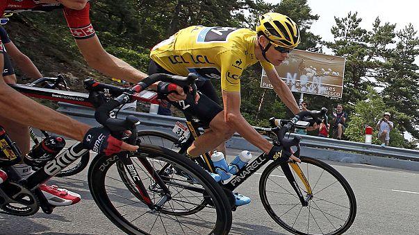 Vizelettel dobták meg a Tour de France sztárját
