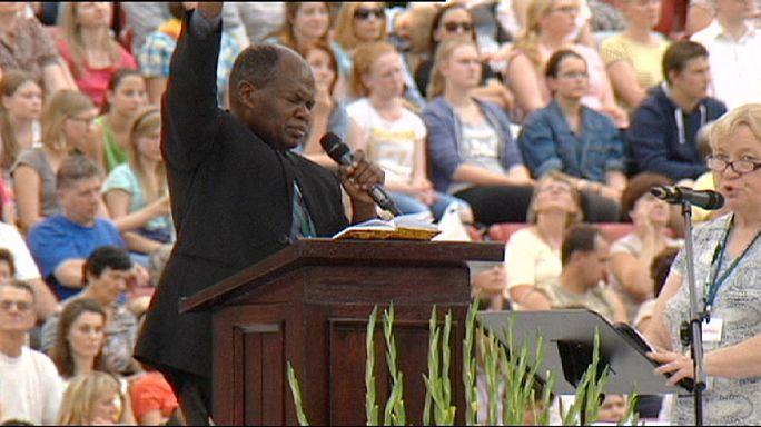 Польша: на встречу с проповедником из Уганды пришли 40 тысяч человек