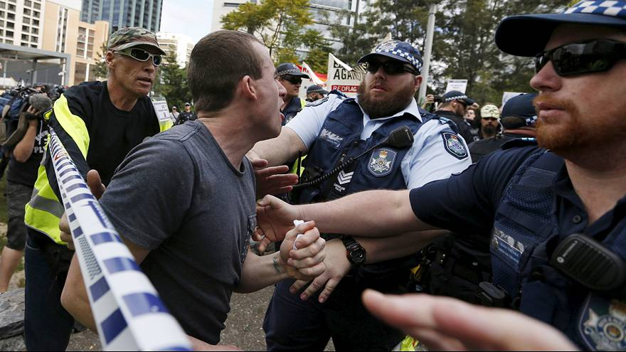 Clashes at 'Reclaim Australia' rallies as rival groups face off