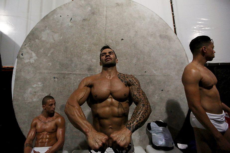 Un concours de fitness tout en muscles