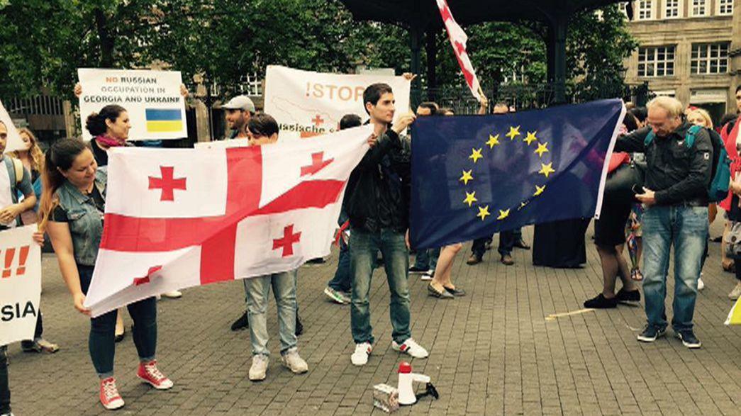 """Georgier protestieren gegen """"schleichende Okkupation durch Russland"""""""