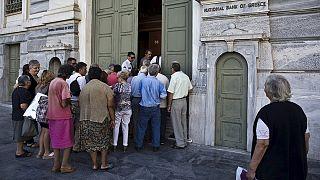 Grécia: Reabertura de bancos não põe fim a controlos de capital