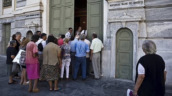 Руководство Греции начало выплачивать задолженность и открыло банки