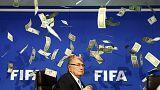 Atingido por notas falsas de dólar Blatter revela troca da FIFA pelo jornalismo