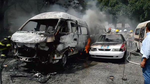 Ausschreitungen rivalisierender Taxifahrer-Organisationen in Mexiko