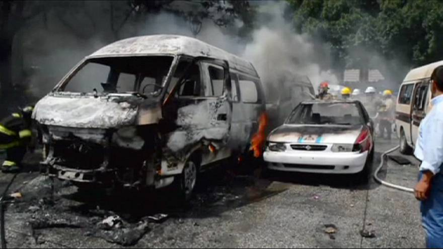 Mexico taxi drivers clash over 'pirate' operators