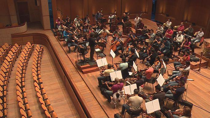 Репетиции с Густаво Дудамелем: маэстро необычного оркестра