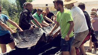 Kétezer éves és kéttonnás kenut emeltek ki egy szlovén folyóból