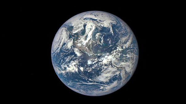 Земля с расстояния 1 млн км