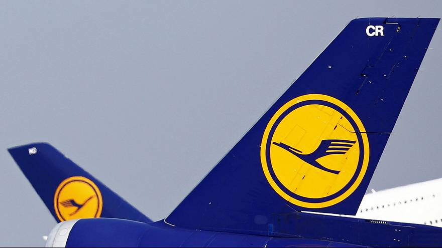 طائرة دون طيار تحلق قرب طائرة ركاب مدنية