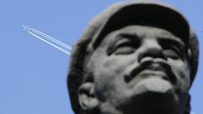 Lenin fatto a pezzi in Russia