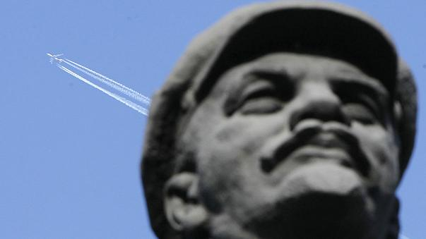 Részegen szedtek szét egy Lenin-szobrot Szibériában