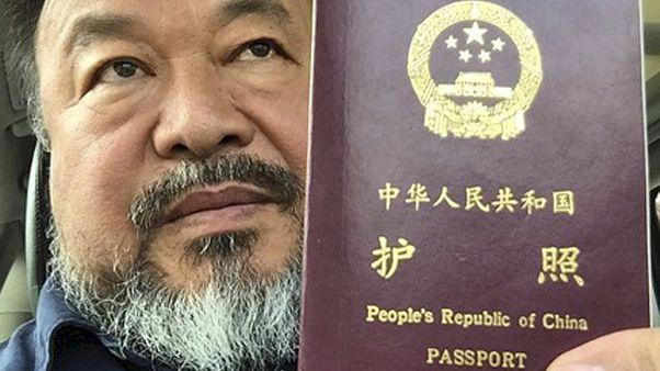 Известному китайскому художнику-диссиденту вернули право выезжать из страны