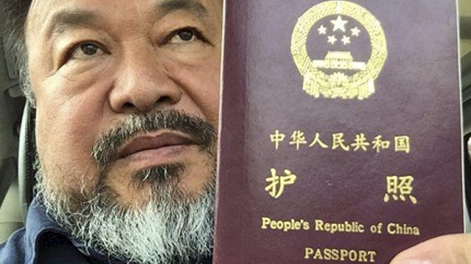 بعد 4 سنوات، السلطات الصينية تعيد لآي واي واي جواز سفره
