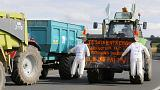 France: farmers move blockades further south