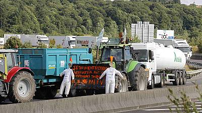 French farmers block Lyon in product price war