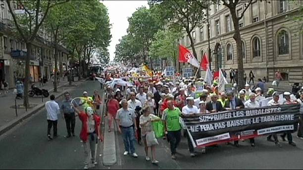 French tobacconists mount cigarette packaging protest