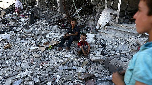 Siria: Damasco usa barili-bomba contro i ribelli. Massacro fra i civili