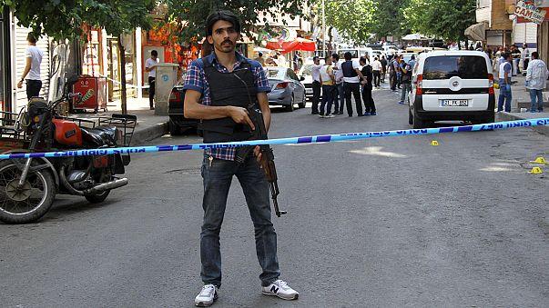 Lelőttek egy török katonát az Iszlám Állam területéről, a török hadsereg bombázással válaszolt