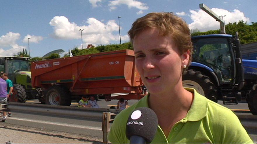 المزارعون الفرنسيون يحتجون على خفض أسعار منتجان الألبان