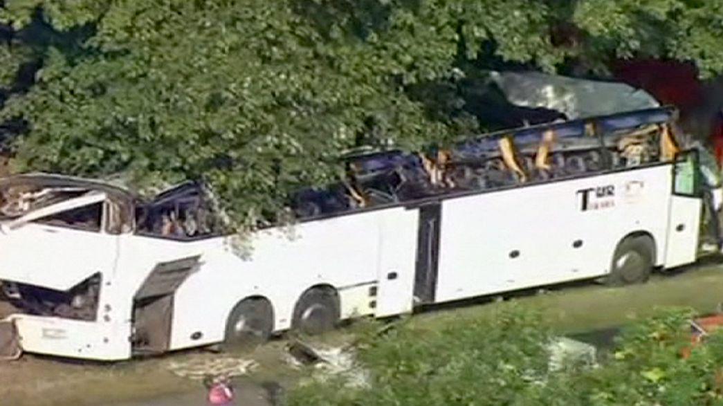 Polónia: Cinco mortos em acidente de autocarro