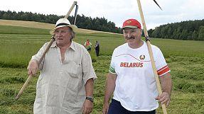Gérard Depardieu semeia a discórdia ao lado de Lukashenko