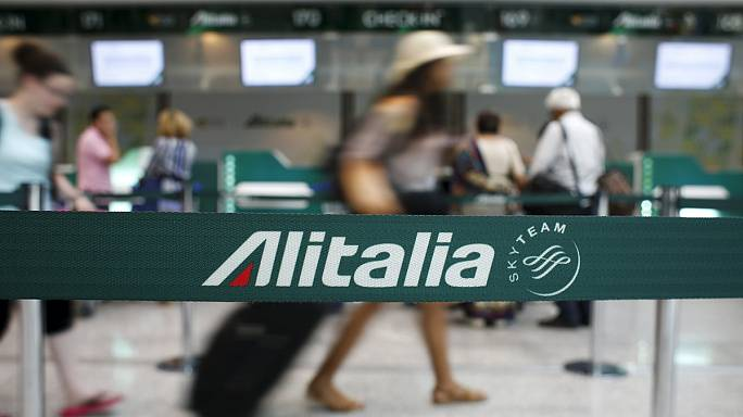Grève de 24 heures à Alitalia : les salaires de la compagnie régionale en question